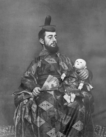 A photograph of Henri de Toulouse-Lautrec (French, 1864-1901) in Japanese garb.